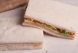 Sándwich Miga Jamón y Morrón