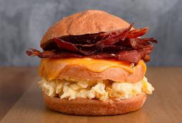 Sándwich de Huevos Revueltos