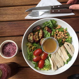 Combo- Salad del Día + Frutos Secos + Bebida