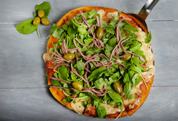 Pizza Mozzarella con Rúcula y  Crudo