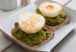 Tostadas con Palta y Huevos Poché