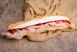 Sándwich Gourmet de Cocido & Gouda con Hierbas