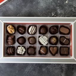 Caja de Bombones Amores X 18