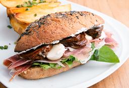 Sándwich con Crudo