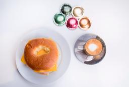 Cafe + Baguel de Jamón y queso
