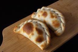 Empanada de Panceta, Mozza & Ciruelas