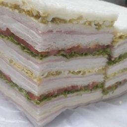 Sándwiches Triples Jamón & Pollo x 12