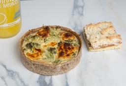 Tarta de Brócoli & Queso + Jugo + Postre