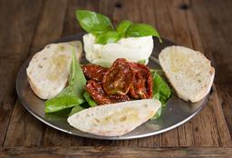 Burrata con Rúcula & Tomates Asados