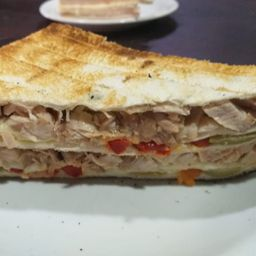 Sándwich de Pollo, Morrón & Huevo