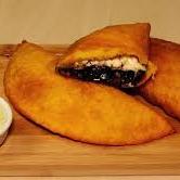 Empanada de Caraota con Queso
