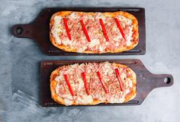 2 Pizzas medianas con Mozzarella, Jamón & Morrones
