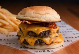 Cheesebacon Burger + Papas Fritas