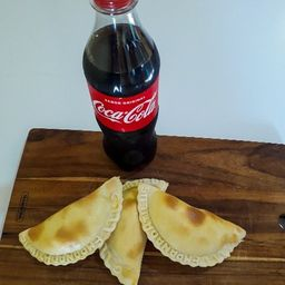 3 Empanadas y 1 Gaseosa 500 ml