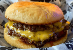 Combo Cheeseburger Doble & Bebida