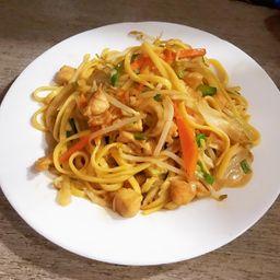 Chow Mien de Pollo