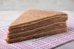 3 Sándwiches de Miga Crudo y Queso Pan Negro