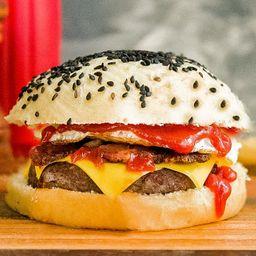 White Butter Burger con Papas Fritas