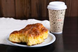 3 Medialunas & Café con Leche