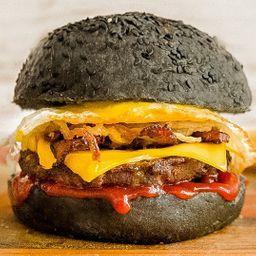 Black Classic Burger con Papas Fritas