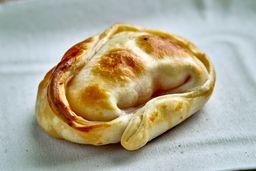 Empanada de Jamón y Queso.