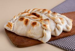 Empanada de Mozzarella, Provolone y Tomates
