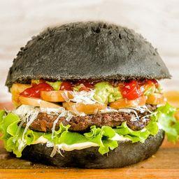 Black Rocket Burger con Papas Fritas