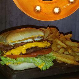 Burger Completa con Huevo & Fritas