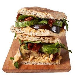 Vegan Sandwich con Papas Fritas