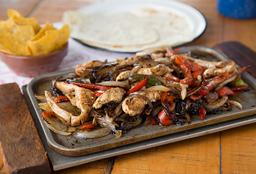 Tabla de Fajitas de Pollo + Súper Burrito de Cochinita Pibil