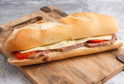 Panini de ternera, queso y tomate
