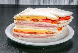 Sándwich de Jamón, Queso & Tomate