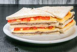 Sándwich de Ternera, Queso & Tomate
