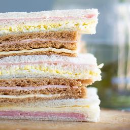 Sándwich de Miga de Jamón y Huevo