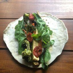 Roll de Verduras + Coleslaw