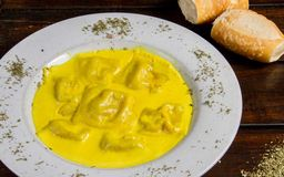 Ravioles de Pollo Al Curry