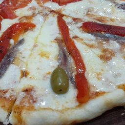 Pizza de Anchoas con Muzzarella