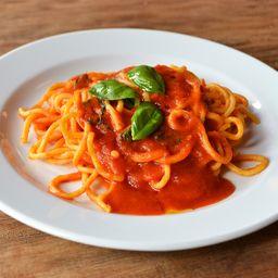 Spaghetti Pomodoro e Basílico