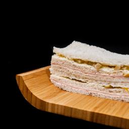 Sándwich Miga de Jamón & Aceituna