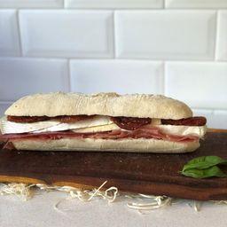 Sandwich Crudo & Brie
