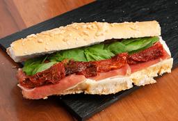 Sándwich de Crudo, Rúcula & Tomates Secos