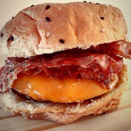 Toto Bacon & Cheddar Burger