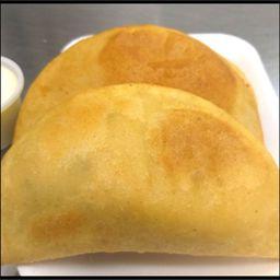 2 Empanadas de Pabellon