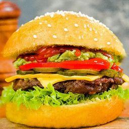 Yellow Avocado Burger con Papas Fritas