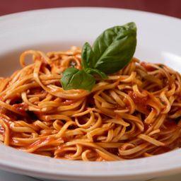 Tagliolini con Tomate y Albahaca