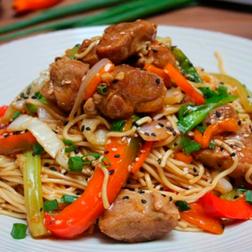Tallarín Chifa con Carne (compartir)