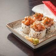 Salmón Tataki Roll