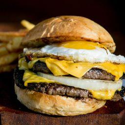 Cheeseburger con Huevo
