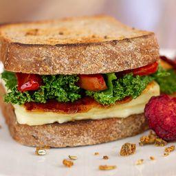Sándwich de Queso Halloumi Grillado