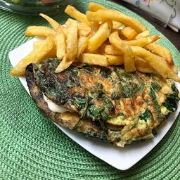 Omelette de Espinaca & Queso con Acompañ